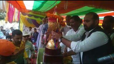 Photo of स्व0 रामायण चौधरी मेमोरियल क्रिकेट टूर्नामेंट में मुन्ना सिंह एलेवन सेमराव की टीम ने फाइनल जीत कर कप पर कब्जा जमाया