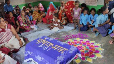 Photo of सिंगहा पंचायत के बसडीला आंगनबाड़ी केंद्र पर पोषण माह कार्यक्रम का आयोजन कर लोगो को पोषण के बारे किया गया जागरूक